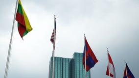 ASEAN-flagga som vinkar på himmelbackgrund stock video