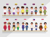 ASEAN-pojkar och flickor i den traditionella dräkten - ithflagga Royaltyfri Fotografi