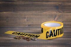 Asekuracyjny biznes, pieniężny sukces żółta ostrożności taśma na drewnianym tle Zdjęcia Royalty Free