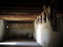 Asement使用了作为监狱在一个老葡萄酒殖民地样式房子的贮藏室 图库摄影