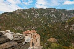 Asen& x27; s-fästning i de Rhodope bergen, Bulgarien Arkivfoto
