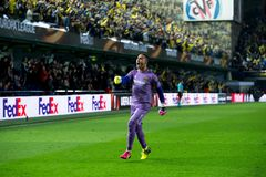 Asenjo celebra una meta en el partido de semifinal de la liga del Europa entre el Villarreal CF y Liverpool FC Foto de archivo libre de regalías