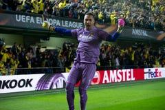 Asenjo celebra una meta en el partido de semifinal de la liga del Europa entre el Villarreal CF y Liverpool FC Imágenes de archivo libres de regalías