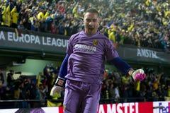 Asenjo celebra una meta en el partido de semifinal de la liga del Europa entre el Villarreal CF y Liverpool FC Foto de archivo