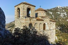 ASENOVGRAD BULGARIEN - 1 OKTOBER 2016: Höstsikt av fästningen för Asen ` s, Asenovgrad, Bulgarien arkivbilder
