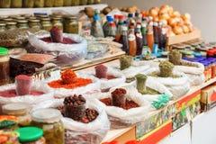 Aserbaidschan, Baku, Bonbons und Trockenfrüchte im Markt Lizenzfreies Stockfoto