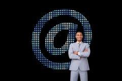 Asertoryczny biznesmen na telefonie Fotografia Royalty Free