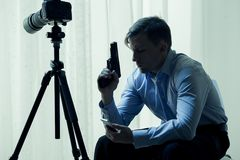 Asesino empleado con el arma Fotografía de archivo