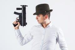 Asesino italiano que sostiene el arma Imagenes de archivo
