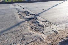 asfalt łamająca droga Fotografia Stock