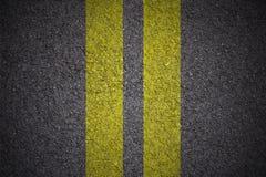 Asfalt - Gele dubbele lijnen rechtstreeks royalty-vrije stock fotografie