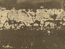Asfalt med vit m?larf?rg, stor design f?r n?gra avsikter Ljus bakgrund royaltyfria bilder