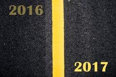 Asfalt met gele weglijn Royalty-vrije Stock Foto's