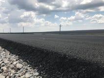 Asfalt novo em uma estrada Vista lateral Rússia fotografia de stock