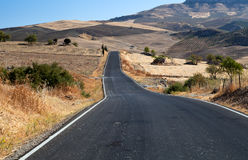 Asfalt väg i Andalucia Royaltyfria Bilder