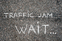 asfaltbilar sitter fast den seamless trafikvektorwallpaperen Royaltyfria Foton