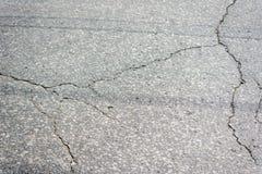 Asfalteer textuur De gebarsten textuur van het asfaltwegdek stock afbeelding