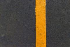 Asfalto con la linea gialla Fotografie Stock Libere da Diritti