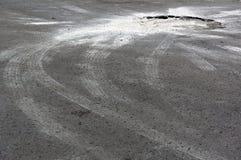 Asfalto del parcheggio con il foro del vaso Fotografia Stock