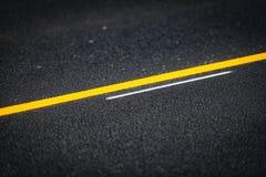 Asfalto en cierre del camino encima de la visión detallada Fotos de archivo libres de regalías
