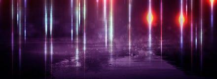 Asfalto mojado después de la lluvia, reflexión de las luces de neón en charcos Las luces de la noche, ciudad de neón Fondo oscuro fotos de archivo libres de regalías