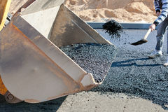 Asfalto que pavimenta a construção durante trabalhos de estrada imagem de stock