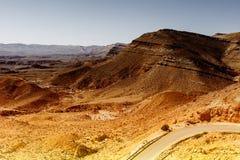 Asfaltowa droga w pustynia negew Obrazy Stock
