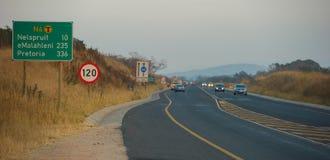 Asfaltowa smołowcowa droga w Południowa Afryka fotografia stock