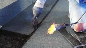Asfaltowy dachowy narzut z ogieniem, bitum wodna ochrona zdjęcie wideo