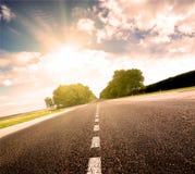 asfaltowy zielony łąkowy drogowy zmierzch Zdjęcia Royalty Free