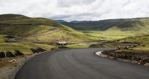 Asfalttjäraväg i Lesotho arkivfoto