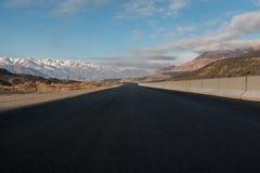 Asfaltväg i mountiansna Royaltyfri Fotografi
