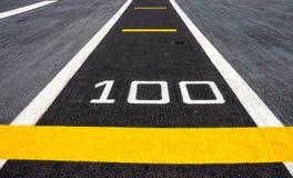 Asfaltväg 100m Royaltyfri Bild