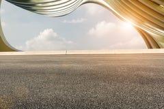 Asfaltvägar och abstraktion av modern arkitektur Royaltyfria Foton