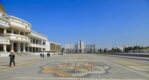 Ashgabad,土库曼斯坦- 2014年10月, 10 :灰中心广场  图库摄影