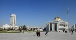Ashgabad,土库曼斯坦- 2014年10月, 10 :灰中心广场  免版税库存图片