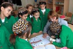 Ashgabad,土库曼斯坦- 2014年11月4日 小组在船尾学生 免版税库存图片