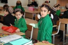Ashgabad,土库曼斯坦- 2014年11月4日 小组学生 图库摄影