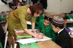 Ashgabad,土库曼斯坦- 2014年11月4日 小组学生 库存照片