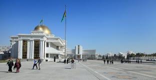 Ashgabad, il Turkmenistan - ottobre, 10 del 2014: Quadrato centrale di Ashgabad ad ottobre, 10 2014 Il Turkmenistan Immagini Stock Libere da Diritti