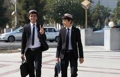 Ashgabad, il Turkmenistan - 10 ottobre 2014 Studente allegro due Fotografie Stock Libere da Diritti