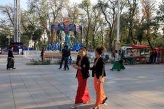 Ashgabad, Turkménistan - 10 octobre 2014 Youn deux non identifié Photo stock
