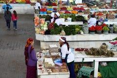 Ashgabad, Turkmenistán - 10 de octubre de 2014 Mercado de los granjeros Fotografía de archivo libre de regalías