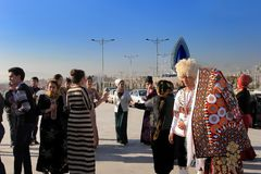 Ashgabad, Turkmenistan - Oktober 15, 2014 Bruid en bruidegom i Stock Foto's