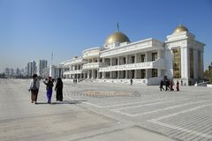 Ashgabad, Turkmenistan - Oktober, 10 2014: Zentraler Platz der Asche Stockfotografie