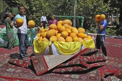 Ashgabat, Turkmenistan - Augustus, 17, 2017: Meloenfestival in Turkije Stock Afbeeldingen