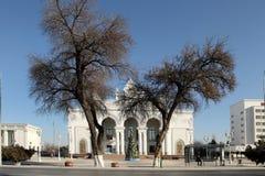 ASHGABAT, TURKMENISTAN - CIRCA DECEMBER 2014: Kerstboom binnen Stock Fotografie