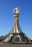 Ashgabat, Turquemenistão - 19 de outubro de 2015 Asiático do monumento 5o mim Fotografia de Stock Royalty Free
