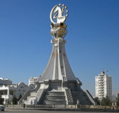 Ashgabat, Turquemenistão - 19 de outubro de 2015 Asiático do monumento 5o mim Fotos de Stock Royalty Free