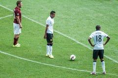Ashley Young del Manchester United che prepara prendere un calcio di punizione Fotografia Stock